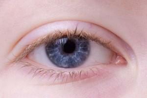晨起眼睑水肿处理消除眼睑水肿的方法